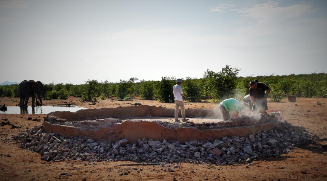 Projects Abroad conservation volunteers help building waterholes in Botswana.